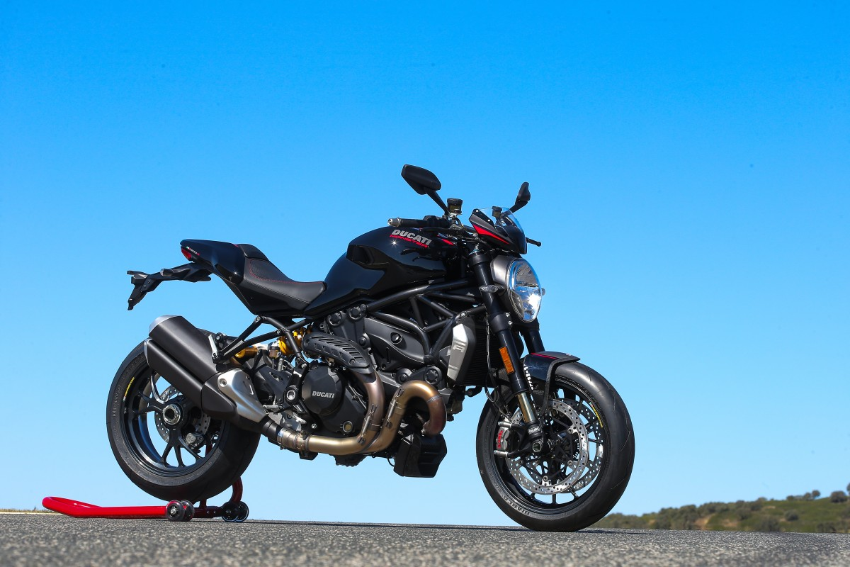 ducati monster 1200r first ride motogeo review motogeo. Black Bedroom Furniture Sets. Home Design Ideas